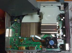 Xbox con el disipador Falcon y el ventilador.